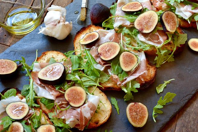 Bruschetta with Figs, Prosciutto & Arugula ciaochowbambina.com