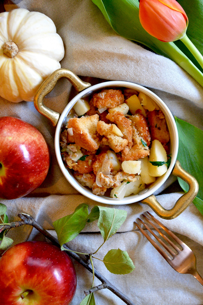 traditional-thanksgiving-stuffing-with-sausage-and-apples ciaochowbambina.com