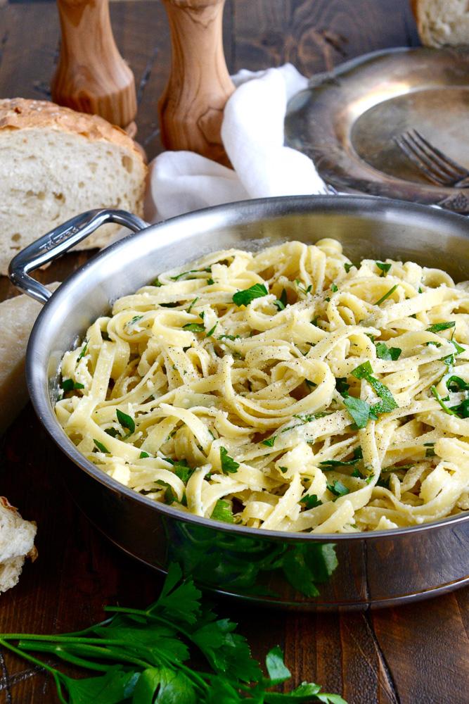 Simple Classic Fettuccine Alfredo ciaochowbambina.com